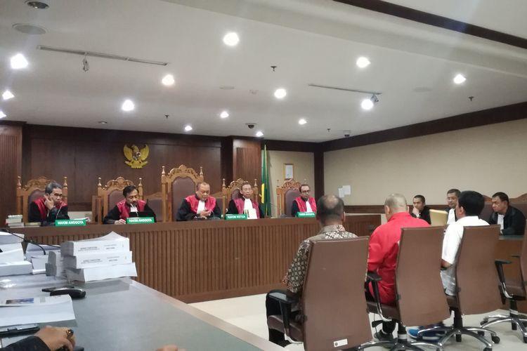 Sidang tuntutan terdakwa Deputi IV Bidang Peningkatan Prestasi Olahraga Kementerian Pemuda dan Olahraga Mulyana, pejabat pembuat komitmen (PPK) pada Kemenpora Adhi Purnomo dan staf Kemenpora Eko Triyanto di Pengadilan Tipikor Jakarta, Kamis (15/8/2019)
