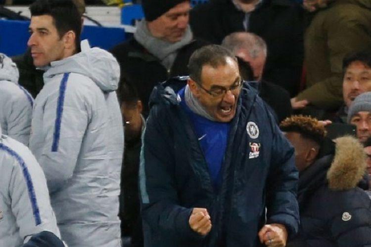 Maurizio Sarri merayakan gol pemainnya pada laga Chelsea vs Manchester City di Stadion Stamford Bridge dalam pekan ke-16 Liga Inggris, 8 Desember 2018.