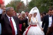 Ayah 24 Anak Ini Rayakan Pernikahan Putra Bungsunya dengan Meriah