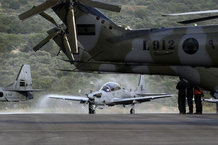 Pesawat serang A-29 Super Tucano saat diserahkan AS untuk Angkatan Udara Lebanon. Pesawat itu nantinya akan menggunakan rudal kendali laser yang baru saja dikirimkan AS.