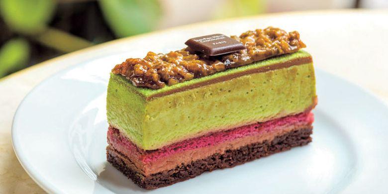 Kue cokelat bernama Kibune ini dijual dengan harga 674 Yen.