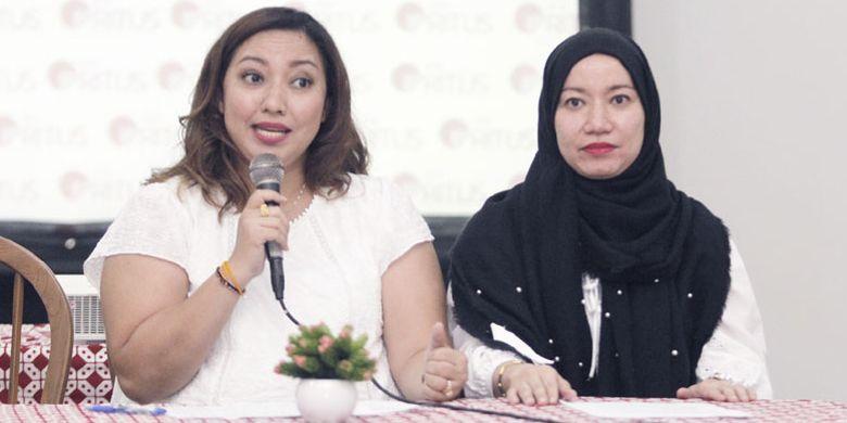 Merie Mangawing (kiri), pemilik Restoran alaRitus dan Fatimah (kanan) saat Opening alaRitus di Gedung Filateli, Jakarta, Jumat (11/5/2018).
