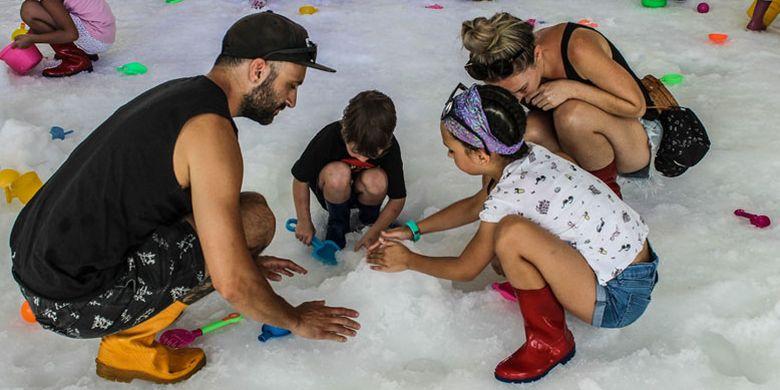 Discovery Shopping Mall menghadirkan wahana bermain salju outdoor pertama di Bali yaitu Discovery Snowland yang berlangsung mulai tanggal 8 Juni - 7 Juli 2018 di Area Amphitheater.
