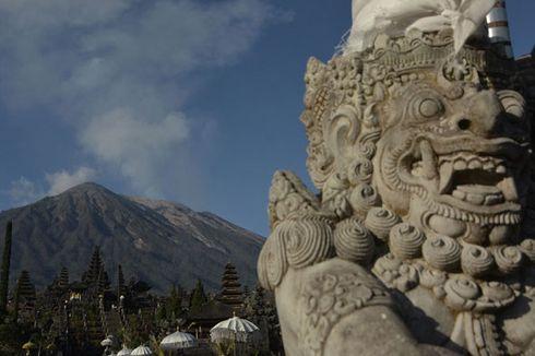 Gunung Agung Kembali Erupsi, Lontarkan Lava Pijar Sejauh 1 Km