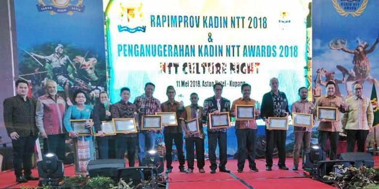 Penganugerahan Kadin NTT Awards 2018 berlangsung di Hotel Aston Kota Kupang, Jumat (11/5/2018). Dalam acara ini La Bajo Flores Coffee raih penghargaan dari Kadin karena dinilai sebagai produsen produk kopi lokal yang inovatif.