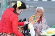 Inem Jogja, Mantan Dosen yang Pilih Jadi 'Wong Edan' demi Kebaikan