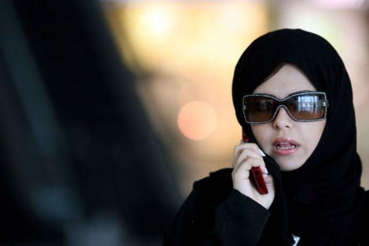 Perempuan Arab Saudi disebut tidak harus mengenakan abaya atau jubah longgar di depan umum.