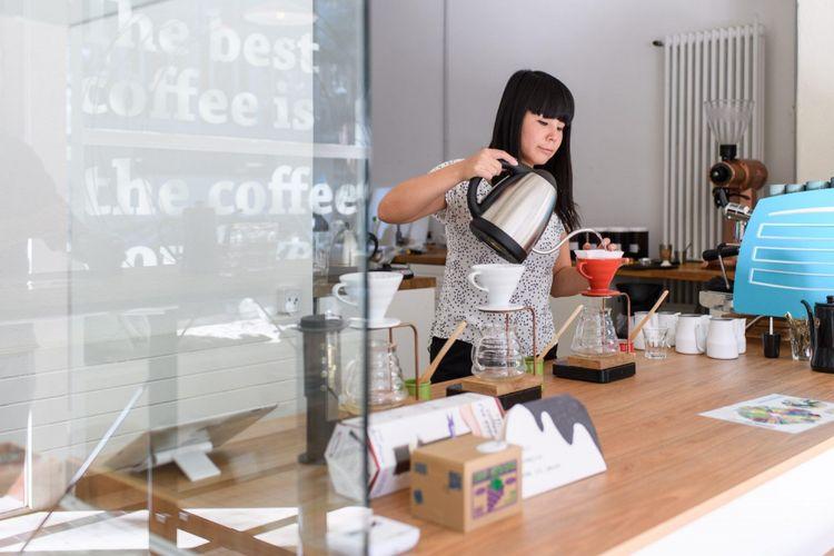 Emi Fukahori, penyeduh kopi terbaik dunia 2018.