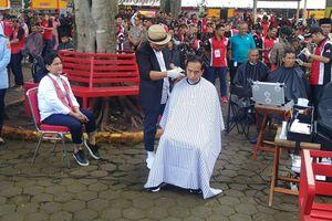 Cukur Massal di Garut, Presiden Jokowi Ikut Pangkas Rambut