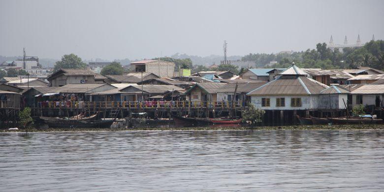 Salah satu rumah pelantar yang ada di pesisir Kota Batam, Kepulauan Riau (Kepri). Rumah ini sangat rawan sekali terkena badai atau puting beliung saat cuaca sedang tidak bersahabat.