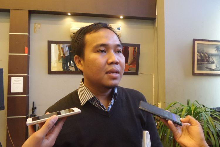 Peneliti Perludem Fadli Ramadhanil seusai acara diskusi di bilangan Menteng, Jakarta Pusat, Sabtu (3/6/2017).