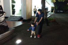 Malam Tahun Baru, Jokowi Asyik Temani Cucu Bermain di Gedung Agung Yogyakarta