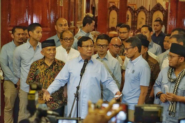 Calon presiden nomor urut 02 Prabowo Subianto saat menggelar konferensi pers terkait kebohongan Ratna Sarumpaet, di kediaman pribadinya, Jalan Kertanegara, Jakarta Selatan, Rabu (3/10/2018) malam.