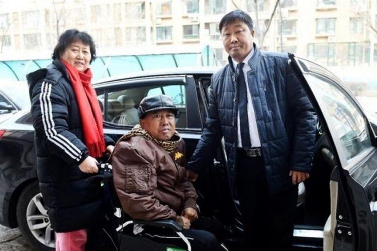Gu Chenming dan dua pelanggan tetapnya.