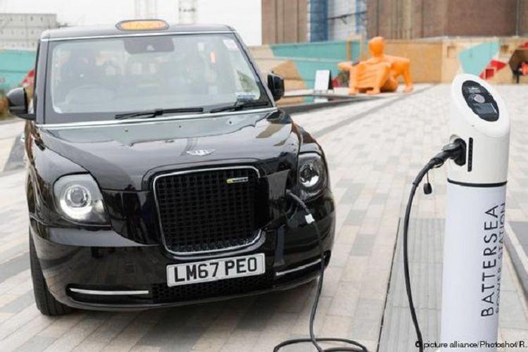 Taksi hitam listrik di kota London