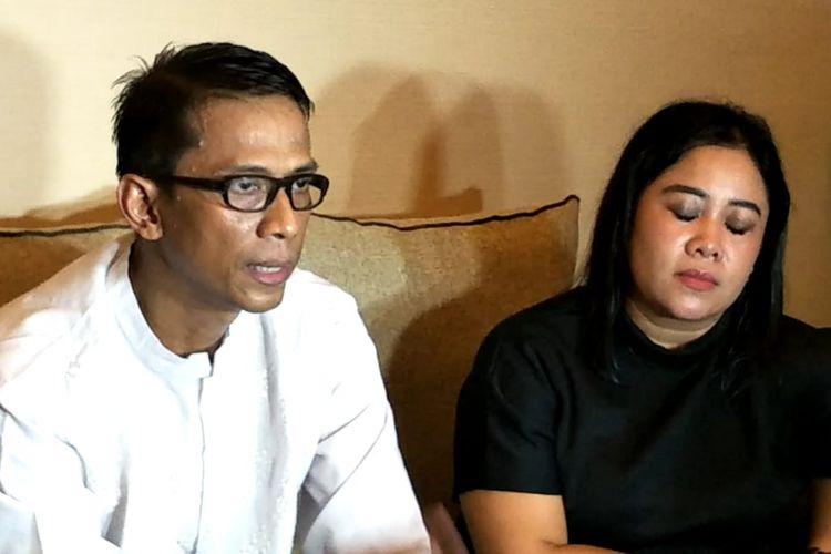 Ayah Vanessa Angel, Deddy Sudrajat bersama istrinya Saat ditemui di kawasan Warung Buncit, Jakarta Selatan, Jumat (25/1/2019).