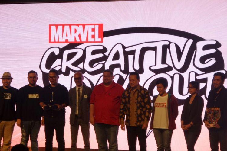 Editor In Chif Marvel Comics CB Cebulski (baju merah), Vice President Creative The Walt Disney Company, Greater China, Allen Au-Yeung (jas abu) bersama Marvel Artists Indonesia di acara Marvel Creative Day Out, Binus University, Jakarta, Jumat (12/1/2018).