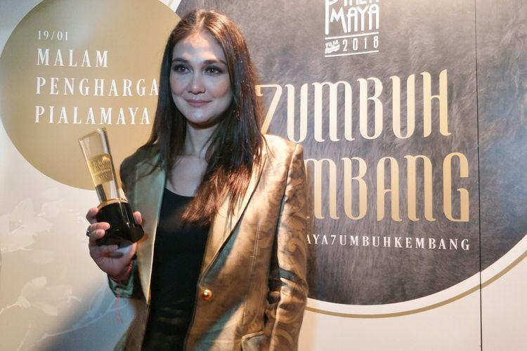 Luna Maya mendapat penghargaan Aktris Utama Terpilih pada Malam Penghargaan Piala Maya 7 di Wyndham Casablanca Hotel, Jakarta Selatan, Sabtu (19/1/2019).