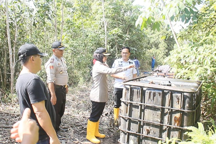 Tersembunyi Di Tengah Kebun Penyulingan Bbm Ilegal Di Prabumulih