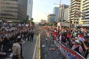 Massa Demo di Bawaslu Terus Berdatangan hingga Sore