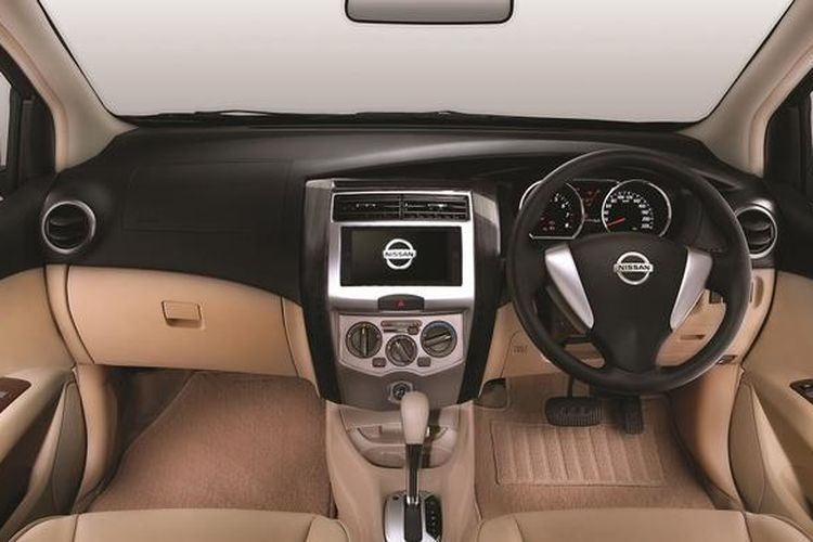 Interior Nissan Grand Livina model 2016
