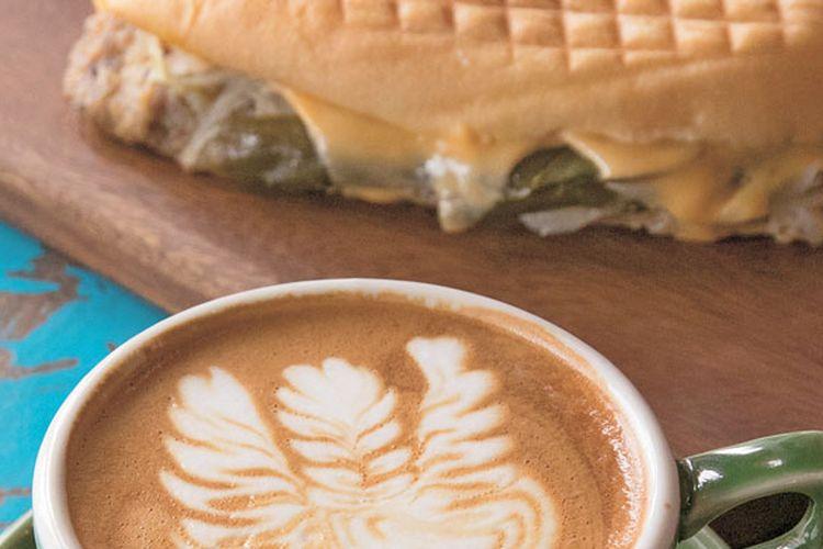 Cita rasa kopi yang dipercantik dengan teknik caffee latte art.