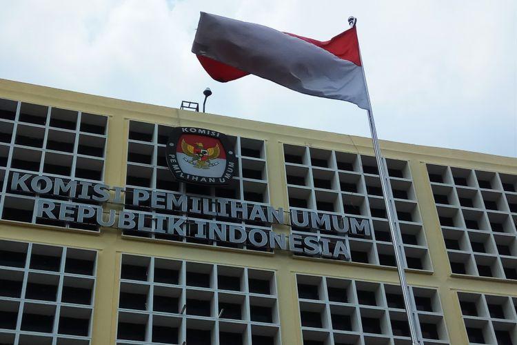 Logo Komisi Pemilihan Umum (KPU) RI digedung KPU RI, Jalan Imam Bonjol 29, Jakarta Pusat, Jumat (6/10/2017).