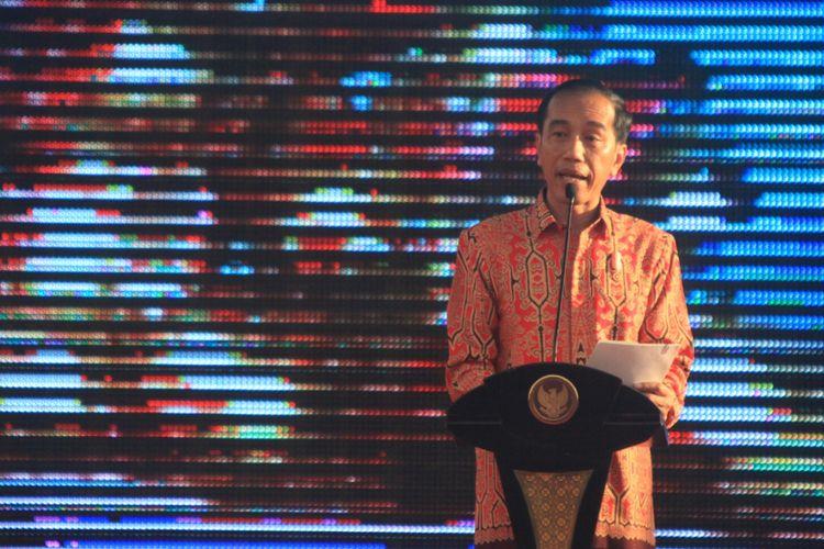 Presiden Joko Widodo saat menyampaikan sambutan dalam Perayaan Natal Bersama tingkat Nasional di Rumah Radakng, Pontianak, Kalimantan Barat (28/12/2017)