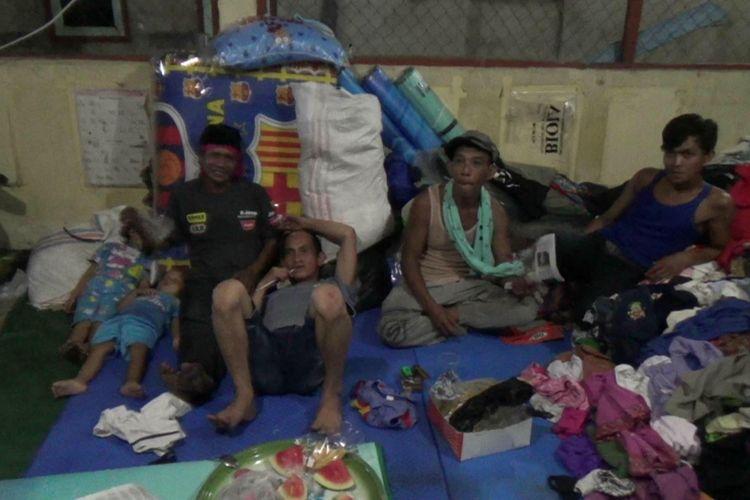 Warga korban kebakaran di Kelurahan Pasar Padi Pangkal Pinang tinggal di pengungsian.