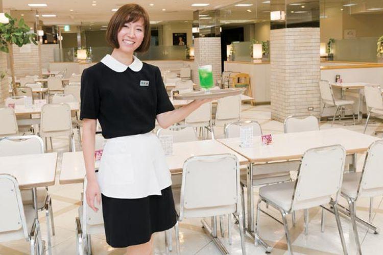 Food court di Daimaru, Kyoto, Jepang menawarkan menu yang beragam seperti masakan ala Barat, masakan China dan tentunya masakan khas Jepang.