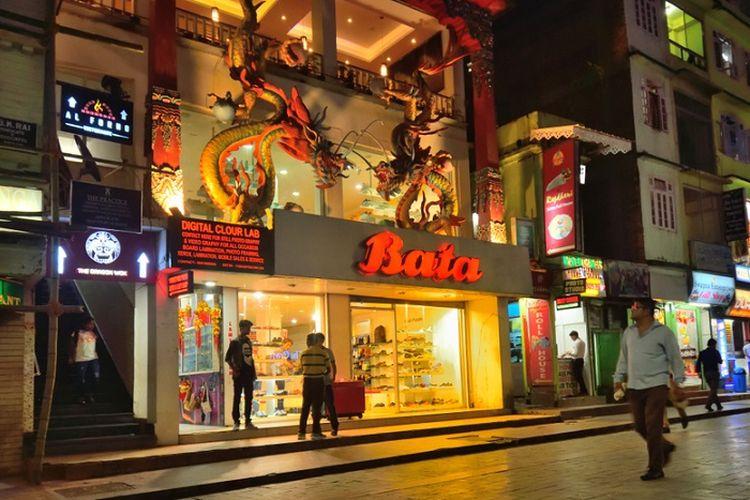 Ilustrasi toko sepatu Bata India.