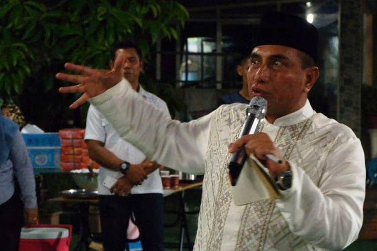 Edy Rahmayadi menjawab pertanyaan wartawan di acara silaturahmi dan buka puasa bersama media di rumahnya di kawasan Medan Johor pada Rabu (6/6/2018) malam