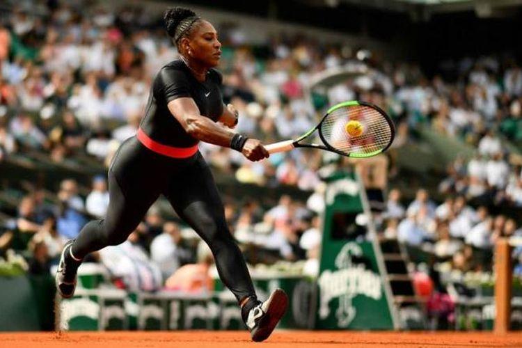 Serena Williams dengan pakain bertandingnya yang kontroversial