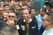 Cerita Jaket 'Bubur Ayam Racer' Milik Jokowi yang Berharga 'Mahal'...