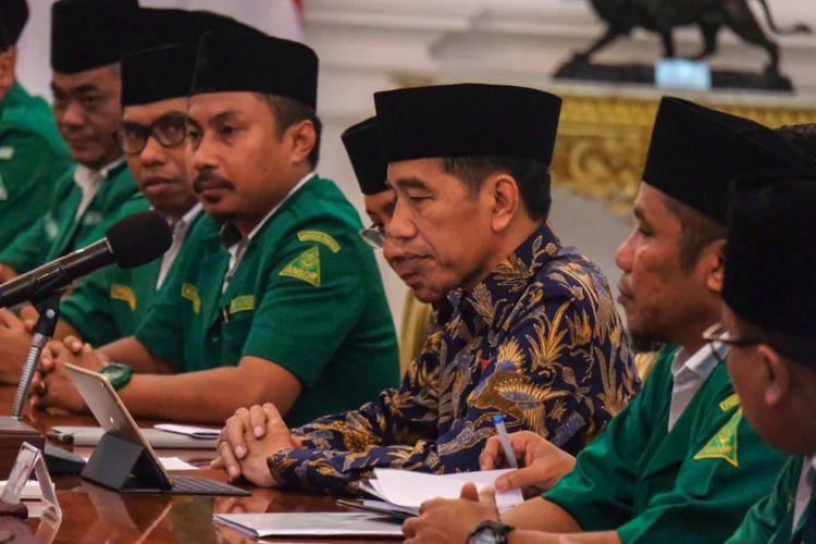 Presiden Jokowi menerima pengurus GP Ansor di Istana Kepresidenan, Jakarta, Jumat (11/1/2019).