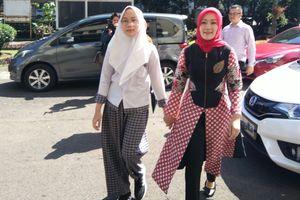 Istri Ridwan Kamil Ikut Antre Antar Anak Daftar ke SMA Negeri 3 Bandung