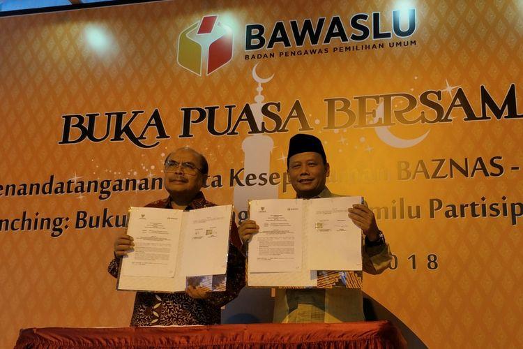 Penandatanganan nota kesepahaman atau memorandum of understanding (MoU) yang ditandatangi oleh Ketua Baznas Bambang Soedibyo dan Ketua Bawaslu Abhan, di Kantor Bawaslu, Jumat (8/6/2018)