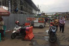 PKL Kerap Kucing-kucingan dengan Satpol PP di Trotoar Terminal Depok