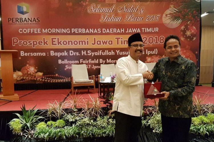 Gus Ipul saat menjadi pembicara dalam Coffee Morning Perhimpunan Bank Nasional (Perbanas) Daerah Jatim dengan tema Prospek Ekonomi Jatim 2018 di Surabaya, Rabu (17/1/2018)