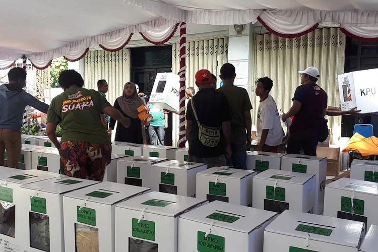 Logistik Pemilu 2019 yang masih berada di KPUD Kota Jayapura dan belum terdistribusi di 744 TPS yang ada di Distrik Jayapura Selatan dan Abepura (17/04/2019)