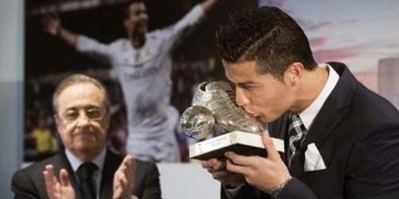 Cristiano Ronaldo (kanan) dan Presiden Real Madrid, Florentino Perez.