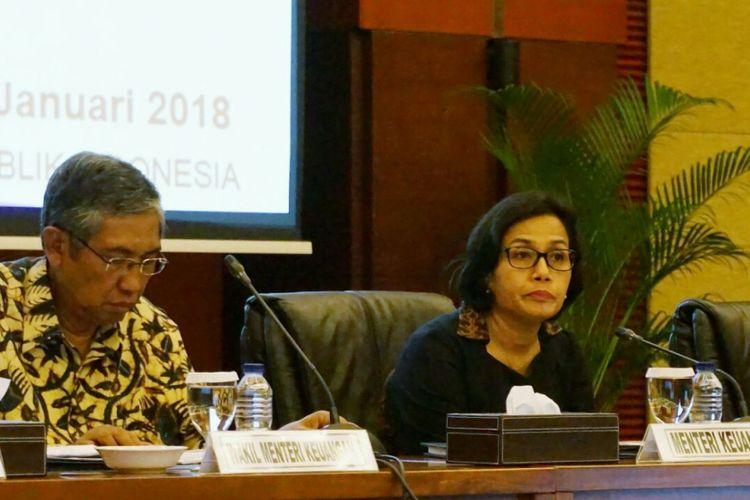 Menteri Keuangan Sri Mulyani Indrawati (kanan) dan Wakil Menteri Keuangan Mardiasmo (kiri) saat konfrensi pers di Kantor Kemenkeu, Jakarta, Selasa (2/1/2018).