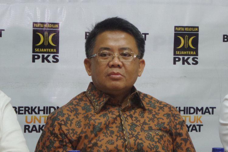Presiden Partai Keadilan Sejahtera (PKS), Mohamad Sohibul Iman saat memberikan pernyataan pers di Kantor DPP PKS, Jalan TB Simatupang, Jakarta Selatan, Minggu (3/9/2017).