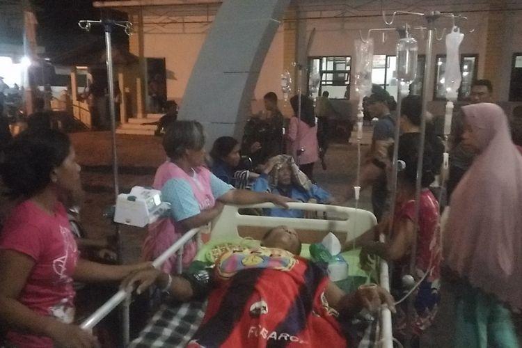 Foto// Suasana Pasien Korban Gempa Dirawat Dihalaman RSUD Poso Jumat (28/9/2018)