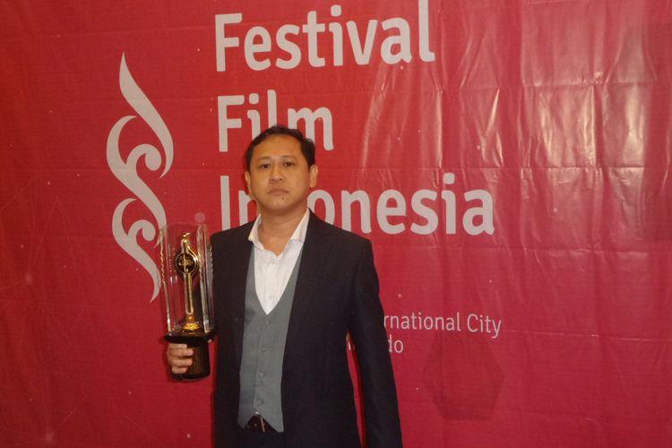 Edwim mendapatkan penghargaan untuk kategori Sutradara Terbaik untuk film Posesif pada Festival Film Indonesia (FFI) 2017, di Grand Kawanua International City, Manado, Sulawesi Utara, Sabtu (11/11/2017) malam.