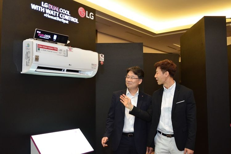 Changmin Han, Air Solution Business Leader PT LG Electronics Indonesia dan Jay Jang, Head of Marketing PT. LG PT LG Electronics Indonesia