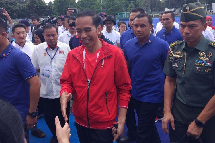 Presiden Joko Widodo usai meresmikan Lapangan Hoki di Gelora Bung Karno (GBK), Senayan, Jakarta, Sabtu (2/12/2017).