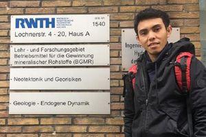 Kisah Pemuda Buton yang Kuliah di Tiga Negara Eropa Sekaligus