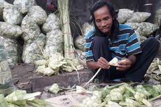 Berkah Pedagang Ketupat Musiman di Palmerah Jelang Lebaran