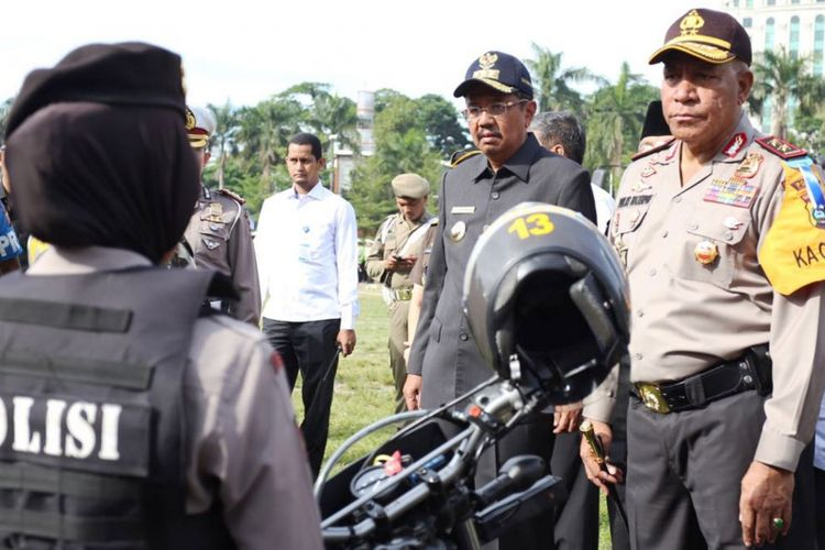 Gubernur Sumatera Utara Erry Nuradi dan Kapolda Sumut Irjen Pol Paulus Waterpauw usai apel Operasi Zebra Toba 2017 di Lapangan Merdeka Medan, Rabu (1/11/2017)
